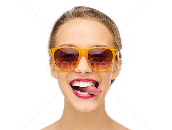 Stok fotoğraf: Mutlu · genç · kadın · güneş · gözlüğü · dil · insanlar