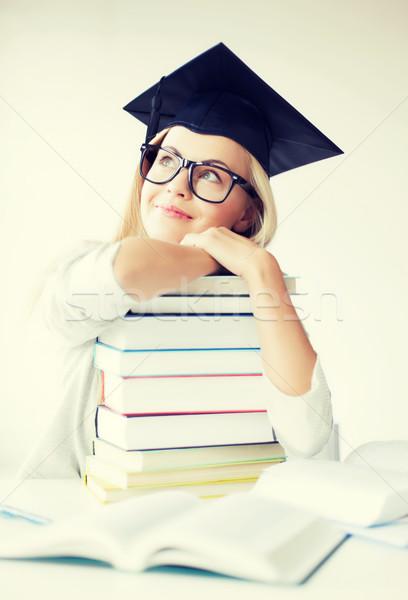 Foto d'archivio: Studente · laurea · cap · foto · felice
