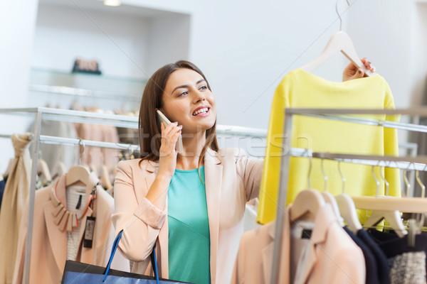 Mulher chamada roupa armazenar venda Foto stock © dolgachov