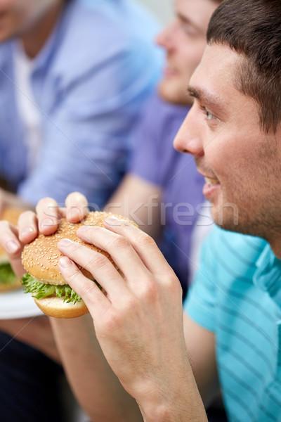 Arkadaşlar yeme ev fast-food Stok fotoğraf © dolgachov