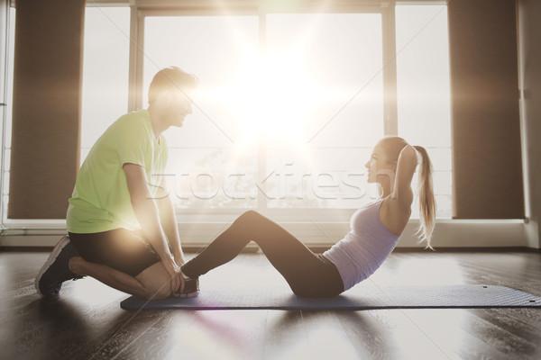 Vrouw personal trainer zitten gymnasium fitness sport Stockfoto © dolgachov