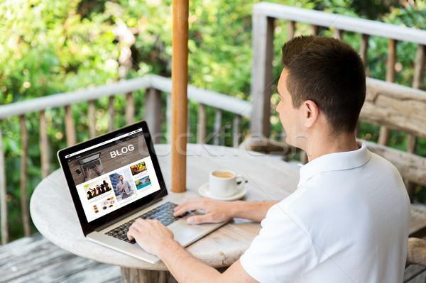 Man laptop bloggen terras zakenlieden Stockfoto © dolgachov