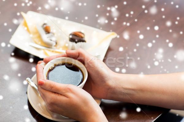 Foto stock: Mulher · xícara · de · café · sobremesa · bebidas
