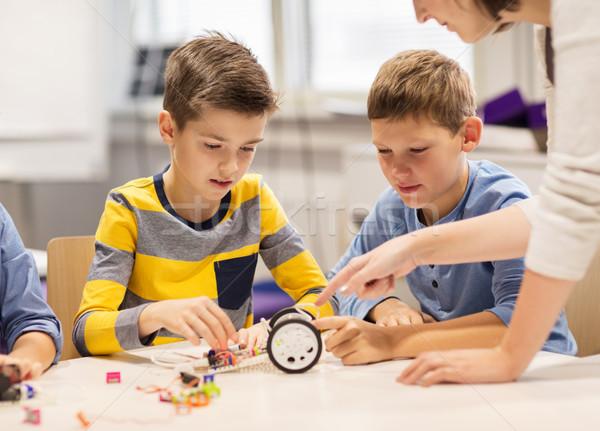Feliz ninos edificio robot robótica escuela Foto stock © dolgachov