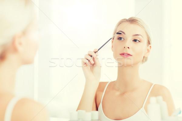 женщину бровь щетка ванную красоту составляют Сток-фото © dolgachov