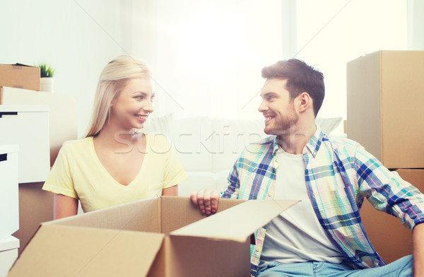 Stockfoto: Glimlachend · paar · veel · dozen · bewegende · nieuw · huis