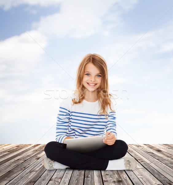 Stockfoto: Student · meisje · onderwijs · technologie · internet