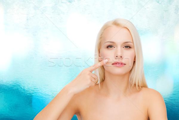 Higgadt fiatal nő mutat arc egészség szépség Stock fotó © dolgachov