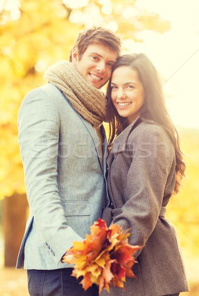 Romantische paar najaar park vakantie liefde Stockfoto © dolgachov