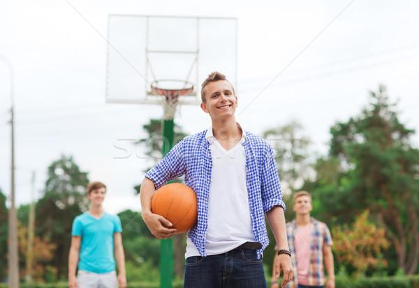 Foto d'archivio: Gruppo · sorridere · adolescenti · giocare · basket