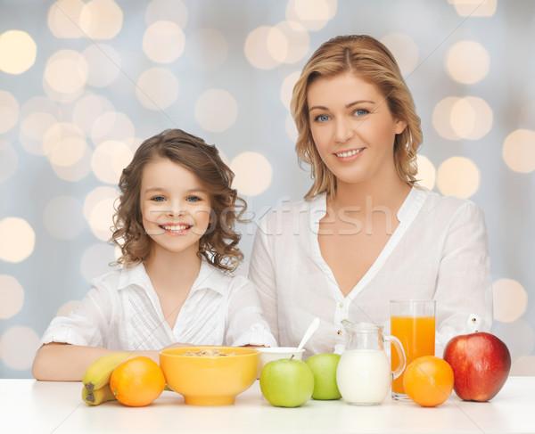 Сток-фото: счастливым · матери · дочь · еды · завтрак · люди