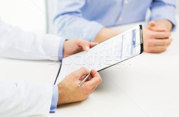 Medico di sesso maschile paziente appunti medicina Foto d'archivio © dolgachov