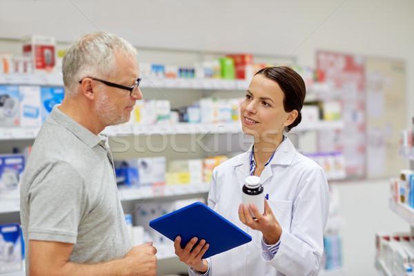 Farmacista senior uomo medicina Foto d'archivio © dolgachov