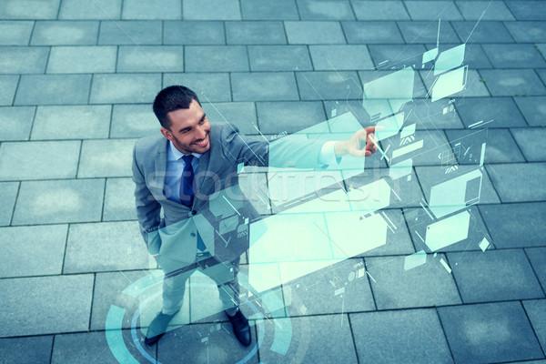 Foto stock: Sorridente · empresário · virtual · ao · ar · livre · negócio · desenvolvimento