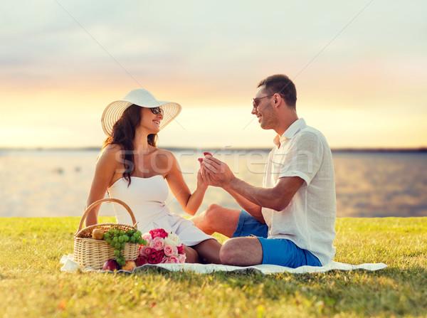 Mosolyog pár kicsi piros ajándék doboz piknik Stock fotó © dolgachov