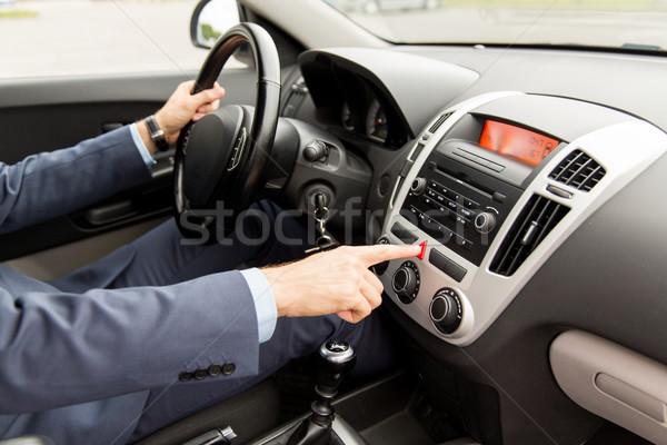 Człowiek jazdy samochodu awaryjne przycisk Zdjęcia stock © dolgachov
