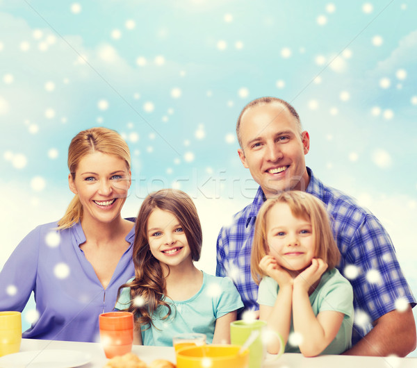 Stok fotoğraf: Mutlu · aile · iki · çocuklar · kahvaltı · gıda · aile