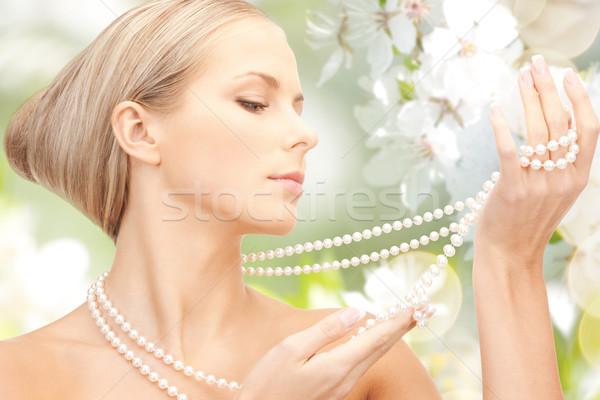 Vrouw parel ketting kersenbloesem schoonheid luxe Stockfoto © dolgachov