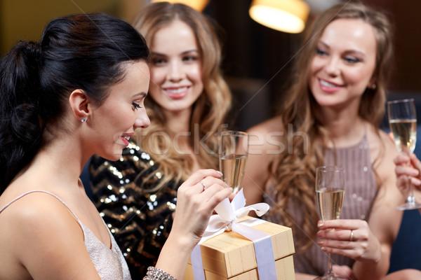 幸せ 女性 シャンパン ギフト ナイトクラブ お祝い ストックフォト © dolgachov