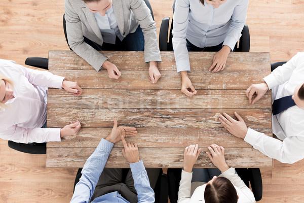 Equipe de negócios sessão tabela pessoas de negócios trabalho em equipe Foto stock © dolgachov