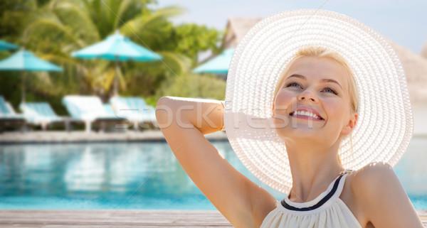 Gyönyörű nő élvezi nyár tengerpart emberek ünnepek Stock fotó © dolgachov