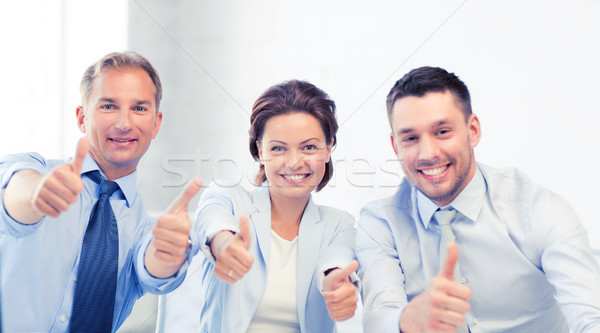 Equipo de negocios oficina amistoso reunión Foto stock © dolgachov