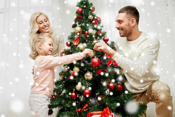 Boldog család karácsonyfa otthon család karácsony tél Stock fotó © dolgachov