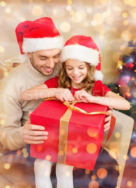 Stok fotoğraf: Gülen · baba · kız · açılış · hediye · kutusu · aile