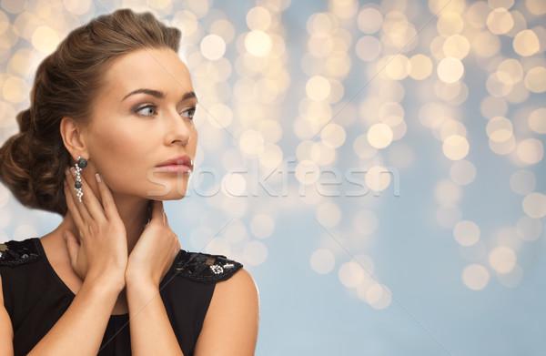 Mosolygó nő estélyi ruha fülbevaló emberek ünnepek ékszerek Stock fotó © dolgachov