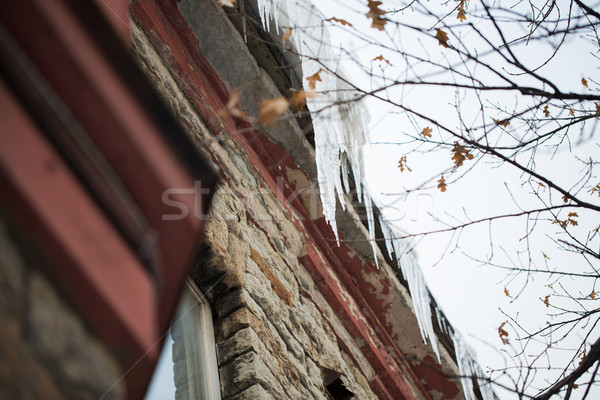 Opknoping gebouw dak seizoen huisvesting winter Stockfoto © dolgachov