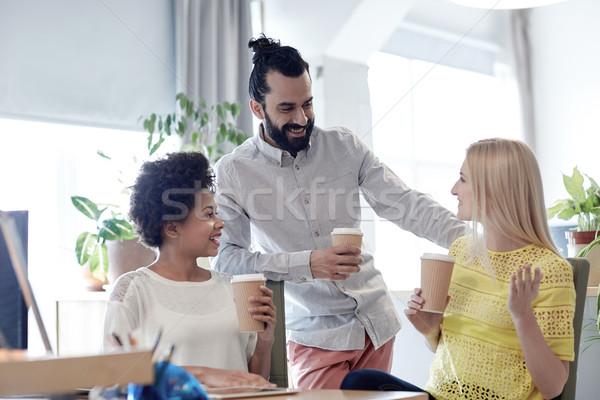 Boldog kreatív csapat iszik kávé iroda Stock fotó © dolgachov