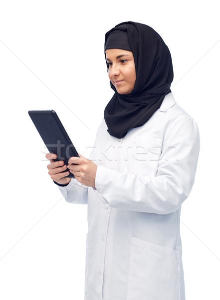 Müslüman kadın doktor başörtüsü tıp Stok fotoğraf © dolgachov