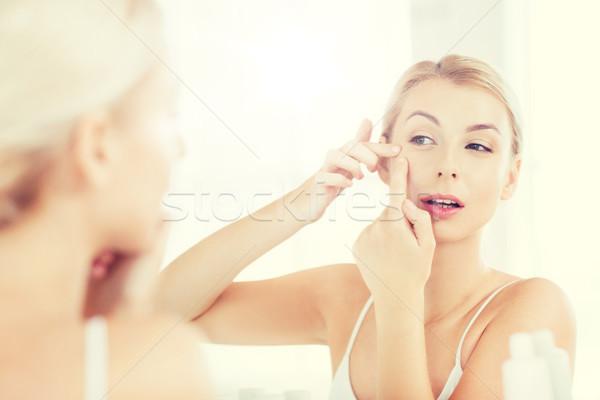 Stok fotoğraf: Kadın · banyo · ayna · güzellik · temizlik