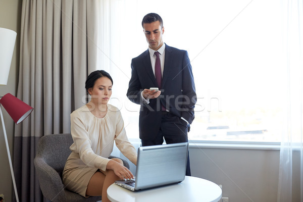 бизнес-команды ноутбука рабочих номер в отеле деловые люди команде Сток-фото © dolgachov