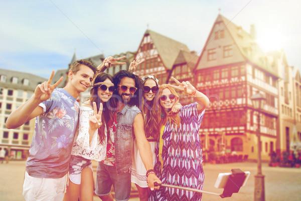 Boldog hippi barátok elvesz Frankfurt utazás Stock fotó © dolgachov