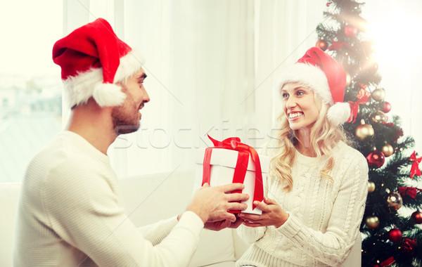Szczęśliwy para domu christmas szkatułce wakacje Zdjęcia stock © dolgachov