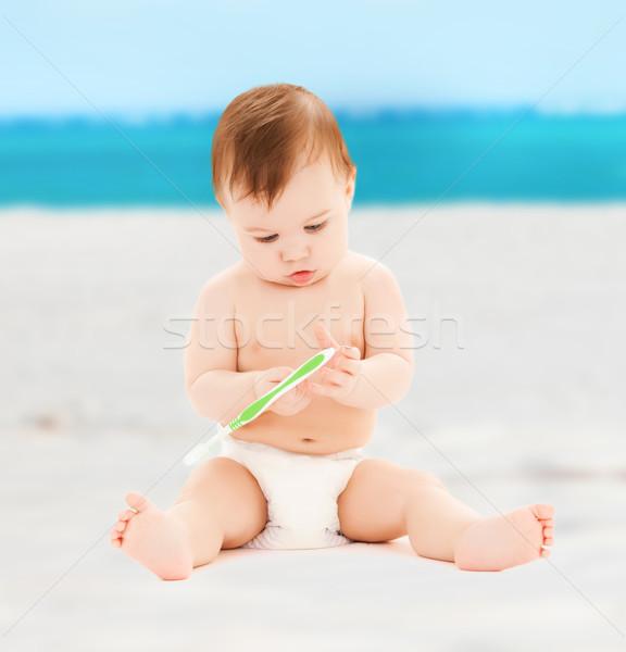 Kicsi baba játszik fogkefe gyermekgondozás boldog Stock fotó © dolgachov