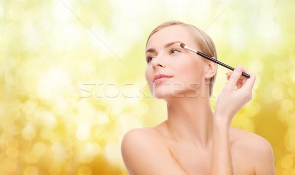 Gyönyörű nő sminkecset kozmetika egészség szépség szem Stock fotó © dolgachov