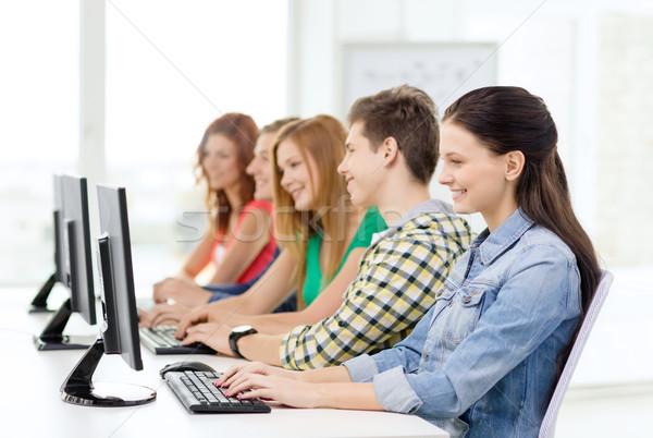 Homme étudiant ordinateur classe éducation Photo stock © dolgachov