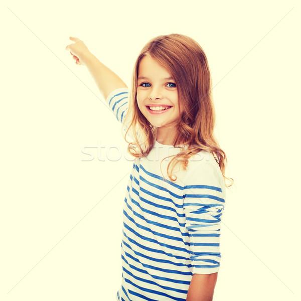 Glimlachend meisje wijzend virtueel scherm onderwijs Stockfoto © dolgachov