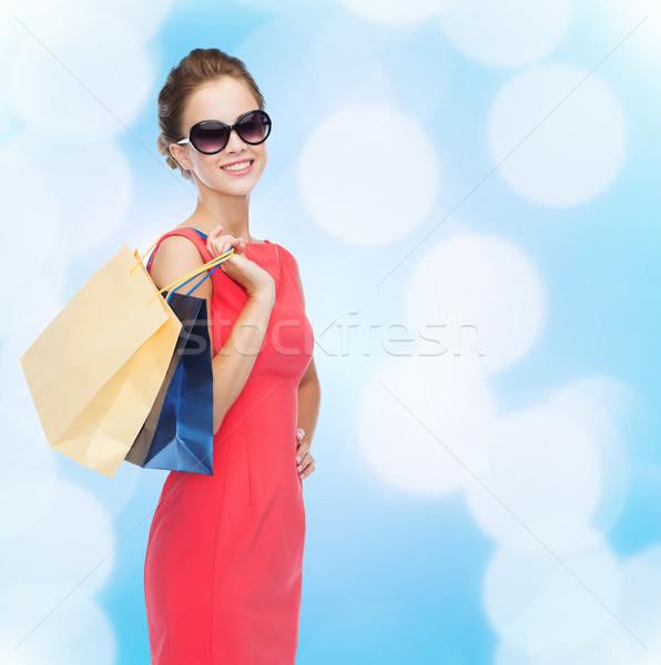 ストックフォト: 笑みを浮かべて · エレガントな · 女性 · ドレス · ショッピングバッグ · ショッピング