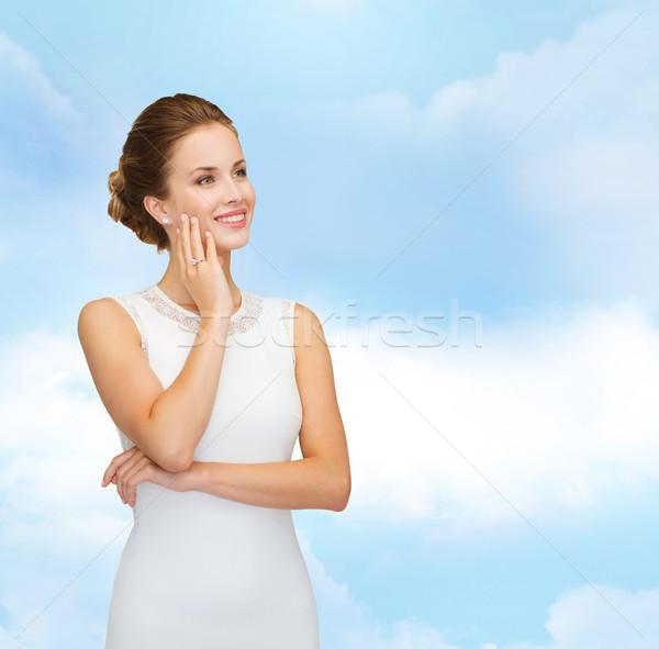 Mosolygó nő fehér ruha visel gyémántgyűrű ünnepek ünneplés Stock fotó © dolgachov