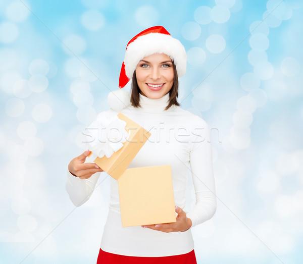 Stok fotoğraf: Gülümseyen · kadın · yardımcı · şapka · hediye · kutusu · Noel