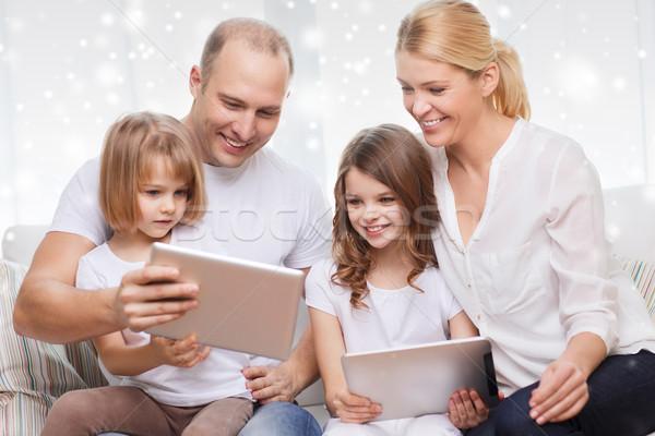 famille heureuse ordinateurs maison de famille technologie personnes photo stock. Black Bedroom Furniture Sets. Home Design Ideas