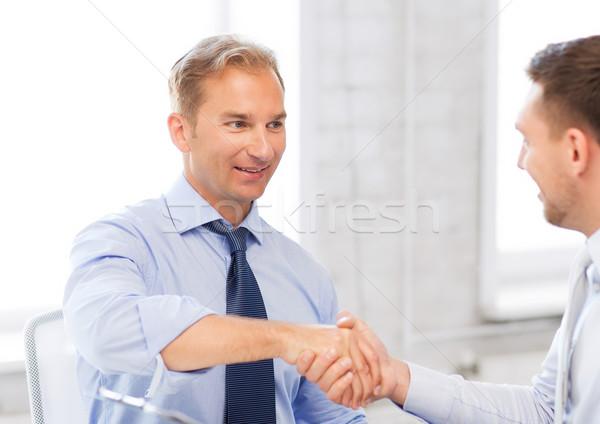 Geschäftsleute Händeschütteln Büro Bild Hände glücklich Stock foto © dolgachov