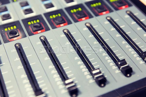 Irányítópanel zenei stúdió rádió állomás technológia elektronika Stock fotó © dolgachov