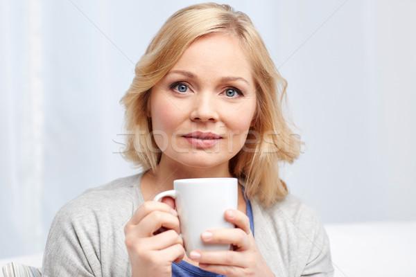 Kadın fincan çay kahve ev insanlar Stok fotoğraf © dolgachov