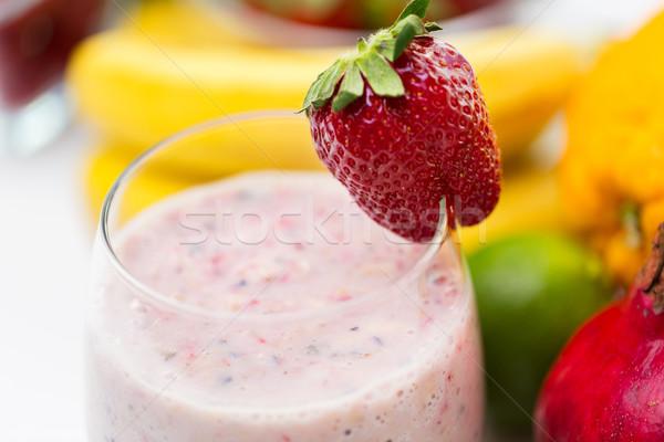 Glas milkshake vruchten gezond eten koken Stockfoto © dolgachov