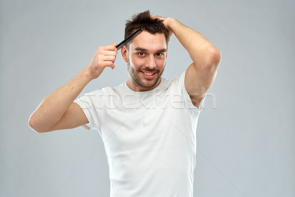 Feliz homem cabelo pente cinza beleza Foto stock © dolgachov