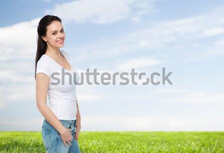 Heureux jeune femme adolescente blanche tshirt annonce Photo stock © dolgachov